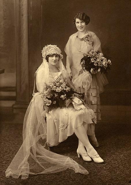 Portrait of Koreshan Imogene Evelyn Bubbett Rahn and bride Edla Keck