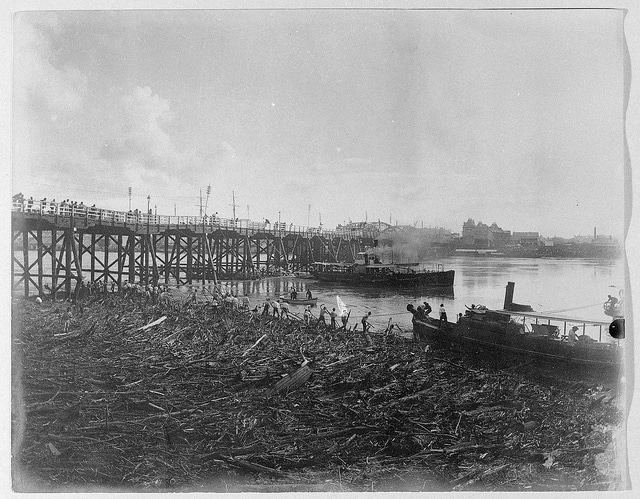 Victoria Bridge over the Brisbane River during the floods, February 1896